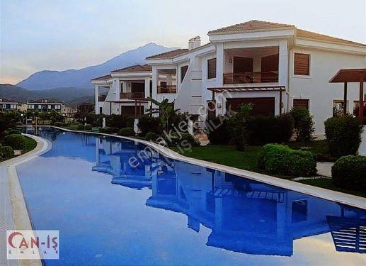 Kemer Çamyuvada Denize 250 Metre 3+1 Eşyalı 172 m2 Satılık Villa