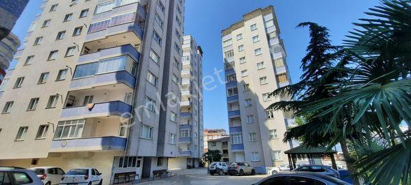 Trabzon Yeşiltepe Mahallesi merkezi konumda Sitede 3+1 daire