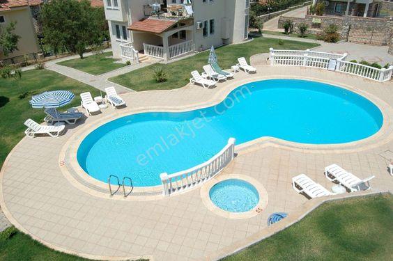 Fethiye Ölüdeniz mahallesinde havuzlu site içinde satılık 3+1