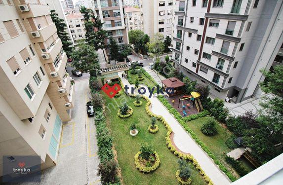 Troyka'dan Caddebostan'da Bağdat Caddesine Paralel Balkonlu 4+1