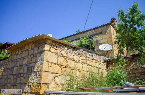 Nusratlı Köyü'nde Satılık Kargır Ev ve Arsası