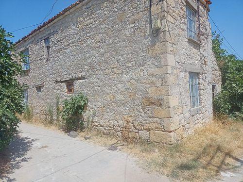 Lapseki'nin Köyünde Satılık Köy Evi ve Damı