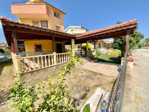 Kuşadası SSK Yakını Havuzlu Geniş Bahçeli Müstakil Villa
