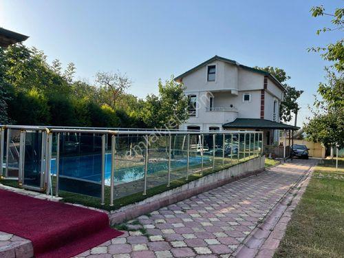 Kartepe Balaban'da Aynı Bahçede Havuzlu Müstakil 2 Villa
