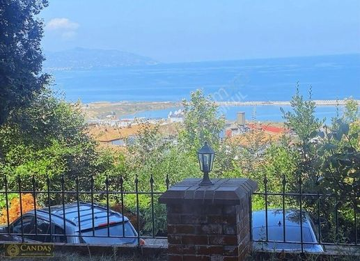 Karşıyaka'da 2+1 Deniz & Şehir Manzaralı daire