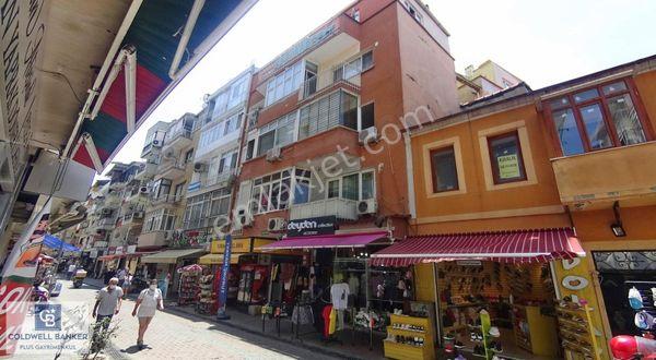 Karşıyaka Çarşı Tiyatro Sokağı Satılık 2+1 Bakımlı Daire