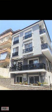 İzmir Selçuk ilçesinde 2+1daire..bina yaşı 3 asansörlü.doglgazli