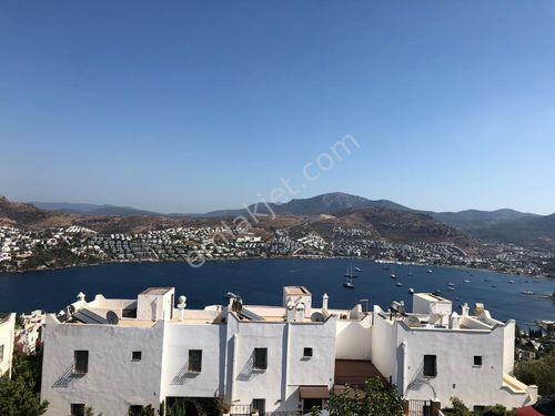 Özel Plajlı Site İçerisinde Deniz Manzaralı 4+1 Satılık Villa
