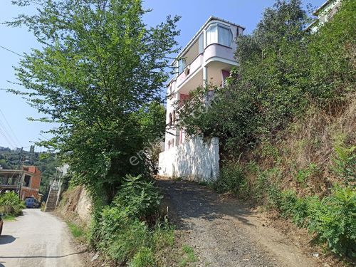 Akçaabat' ta 337 m2 arsalı SATILIK Müstakil Ev